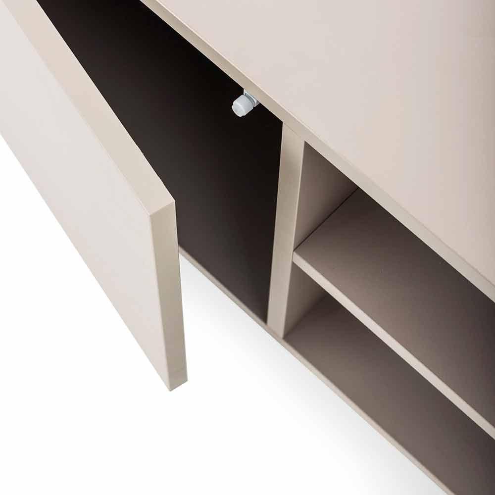 Niedriges Sideboard aus Metall bei
